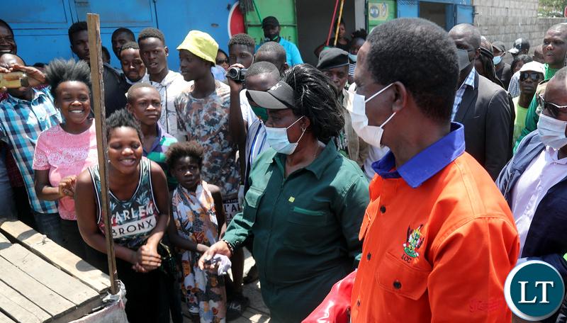 President Edgar Lungu tours Market after the Keep Zambia clean in Mandevu 9285